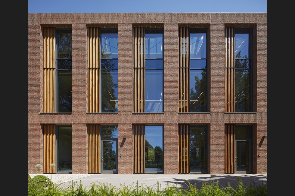 Uk-Top-windows-doors-curtain-walls-reigate-school-2